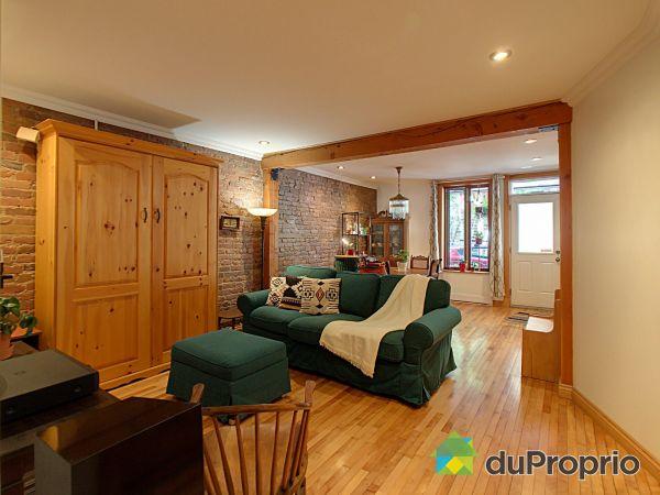 Salon - 4388, rue Berri, Le Plateau-Mont-Royal à vendre