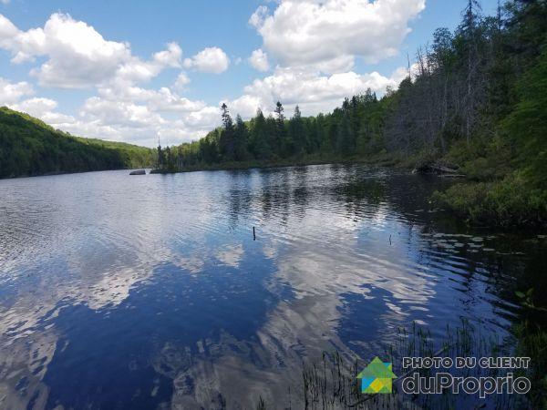 Accès au lac - , chemin du Lac-Croche, St-Hippolyte à vendre