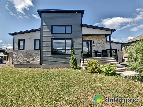 Summer Front - 1476 rue Laurence-Gendron, St-Félicien for sale