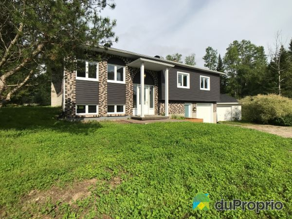 Summer Front - 1656 route du Domaine, St-Raymond for sale
