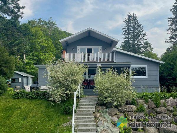 104 chemin du Tour-du-Lac, Lac-Beauport for sale