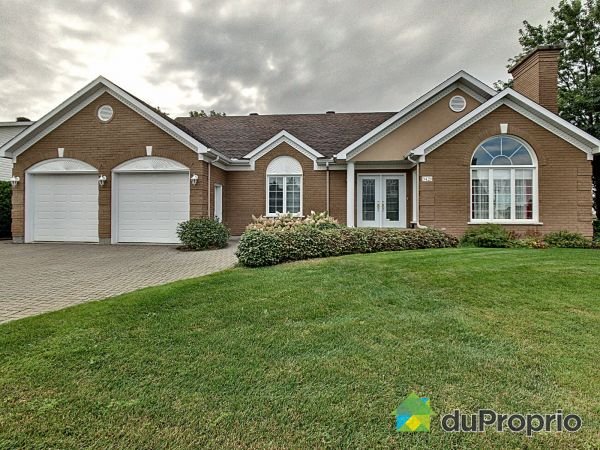 Summer Front - 3420 rue Bélanger, Thetford Mines for sale