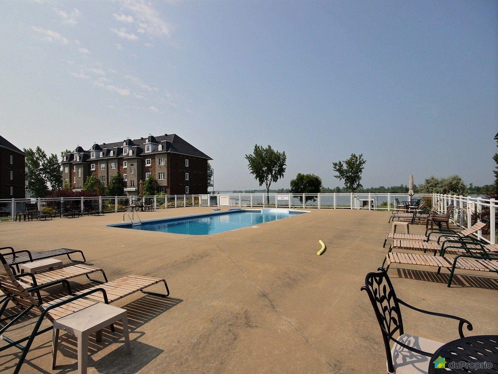 Condo vendre brossard 2 9050 rue des roseli res for Brossard piscine