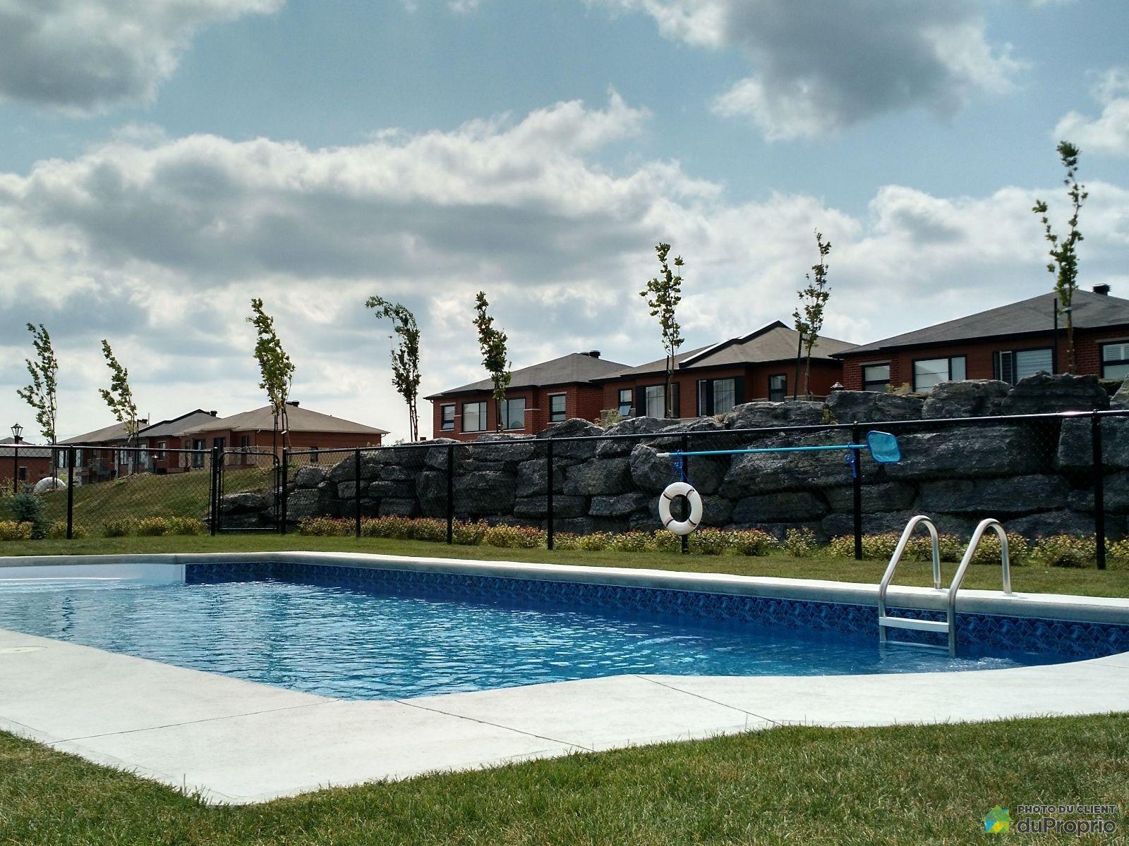 Condo vendre brossard 2 7130 rue de lanivet immobilier for Brossard piscine