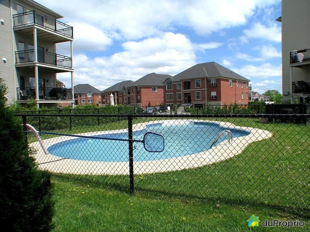 Condo vendre brossard 5 4595 chemin des prairies for Brossard piscine