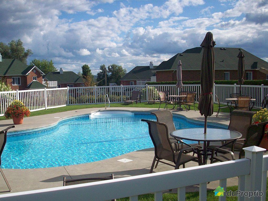 Condo vendu sherbrooke immobilier qu bec duproprio 484734 for Club piscine cabanon