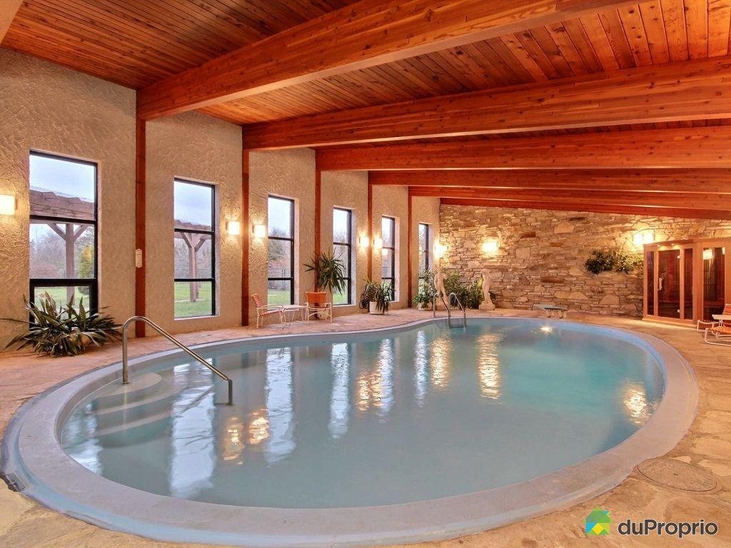 Maison et piscine maison saze dans le gard provenal for Maison piscine interieure location