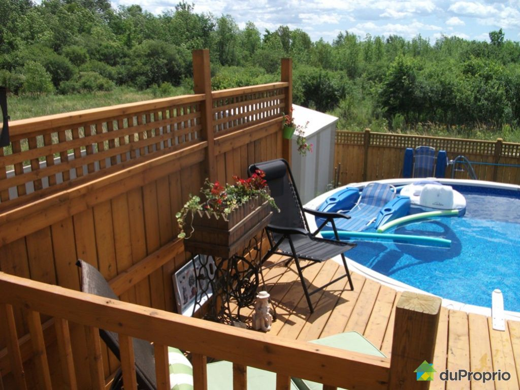 Above ground pool patios terrasse en bois for Piscine aylmer