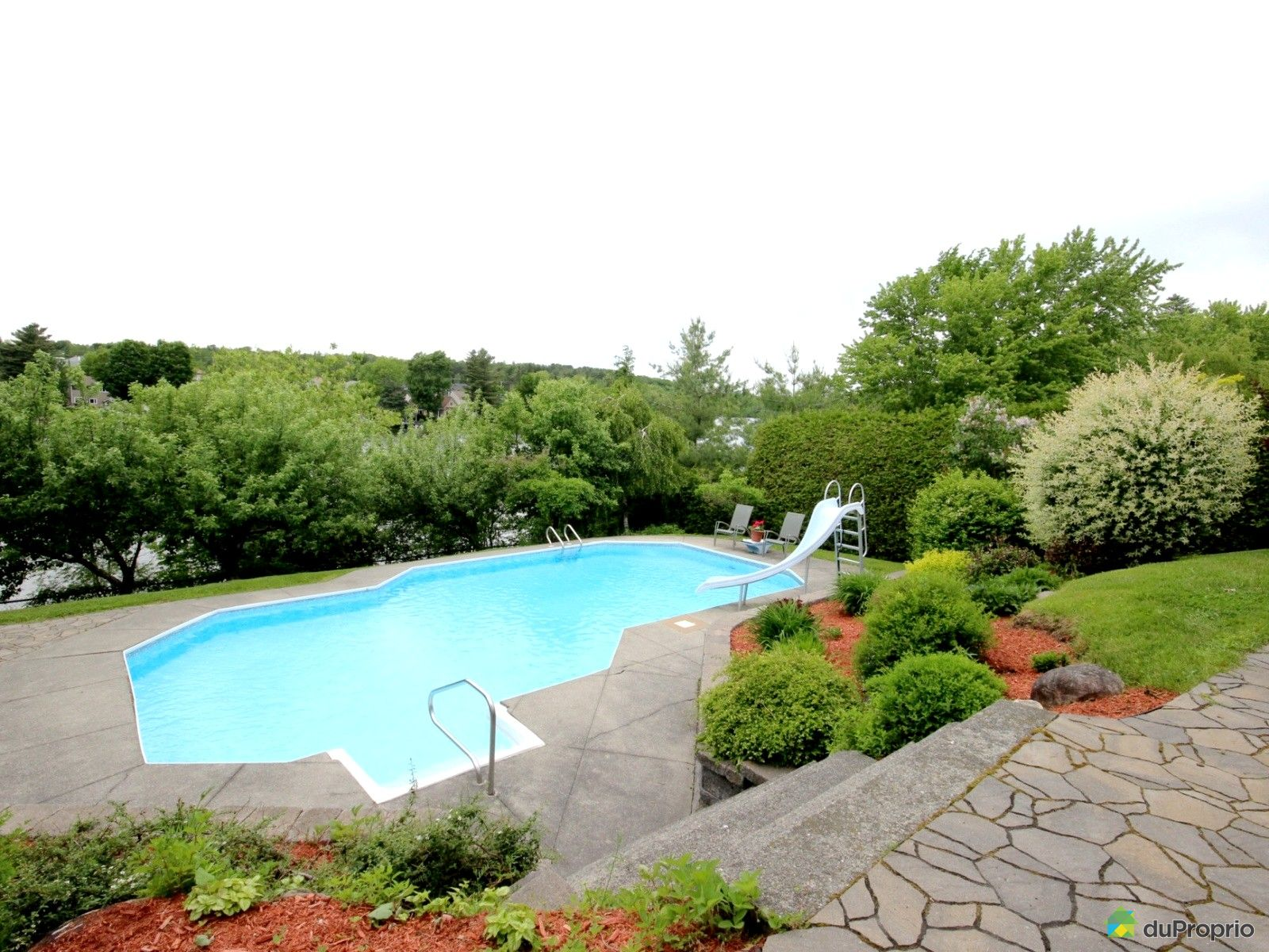 Maison vendu sherbrooke immobilier qu bec duproprio for Piscine universite sherbrooke