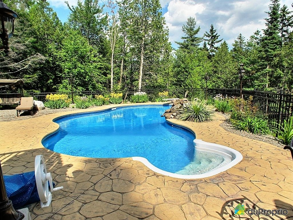 Piscine petit terrain piscine pour petit jardin u designs et peu encombrants with piscine petit for Piscine pour petit terrain