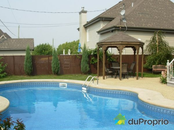 Maison vendu ste julie immobilier qu bec duproprio 130233 for Balayeuse piscine creusee