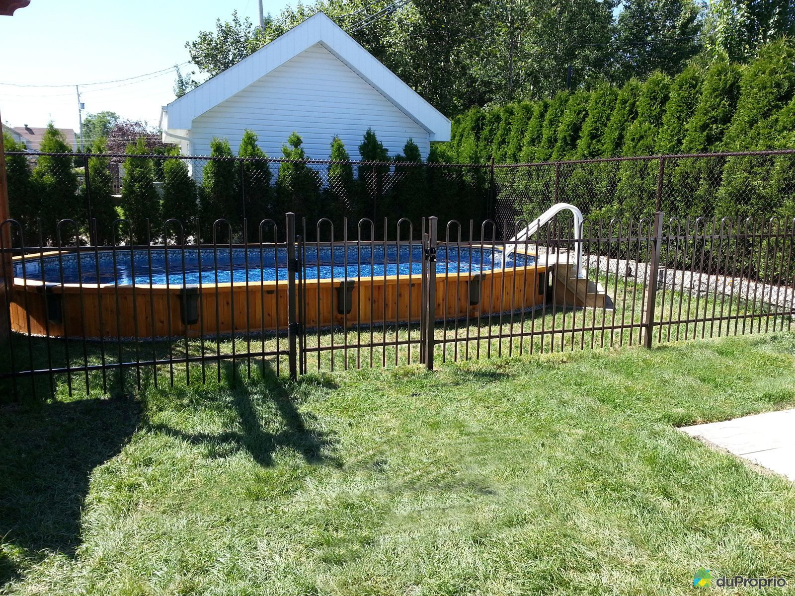 House sold in chicoutimi duproprio 384001 for Piscine yves nayme