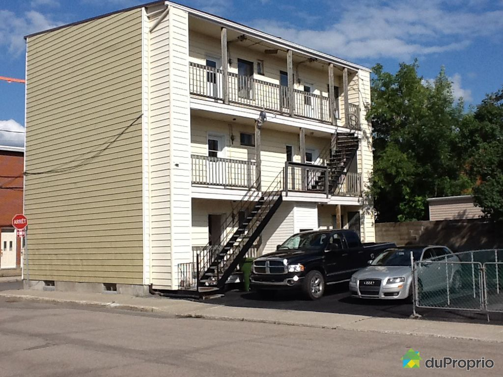 quadruplex vendu saint sauveur immobilier qu bec duproprio 501152. Black Bedroom Furniture Sets. Home Design Ideas