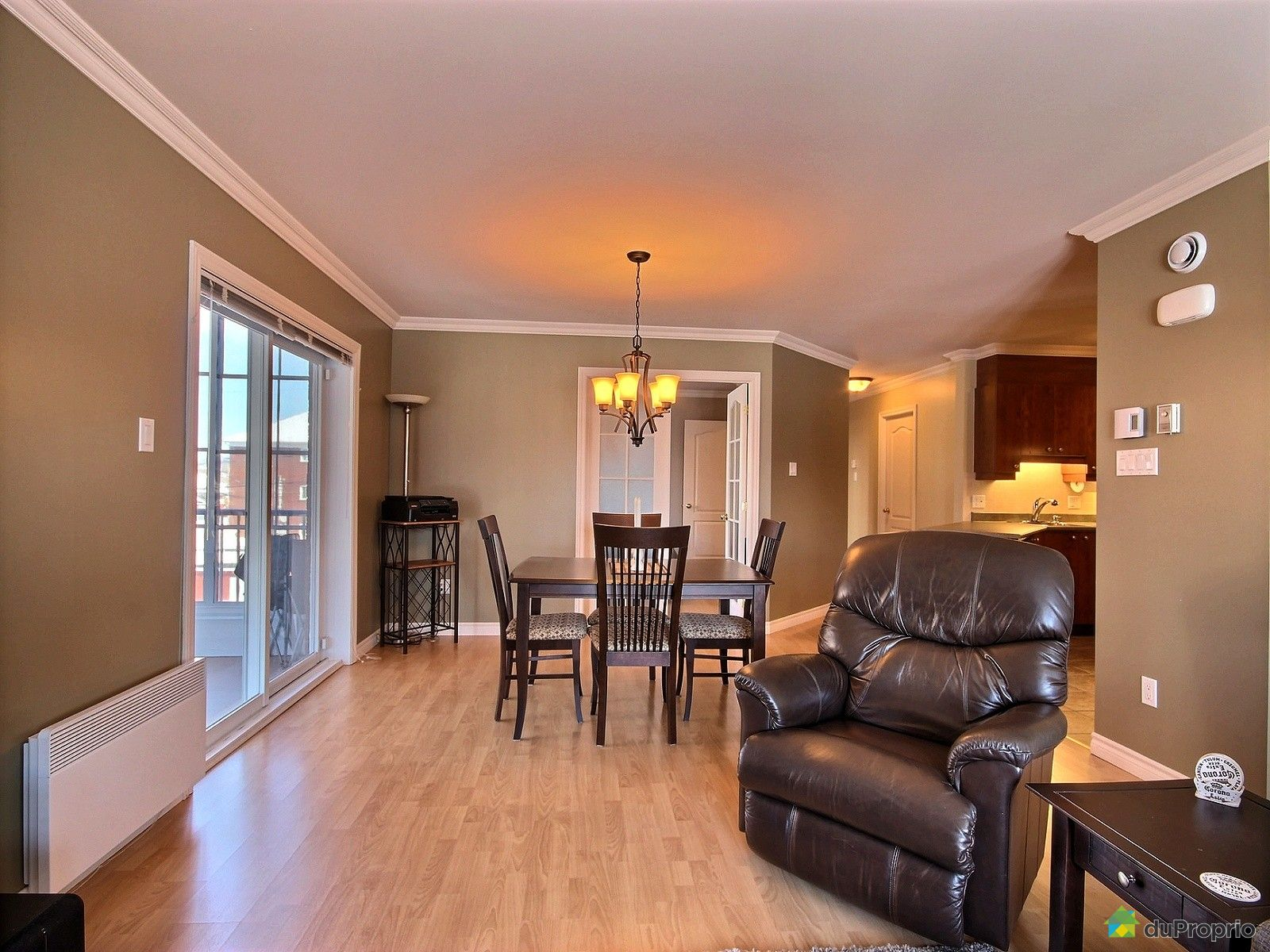 Condo vendre l vis 1389 rue charles rodrigue for Salle a manger levi