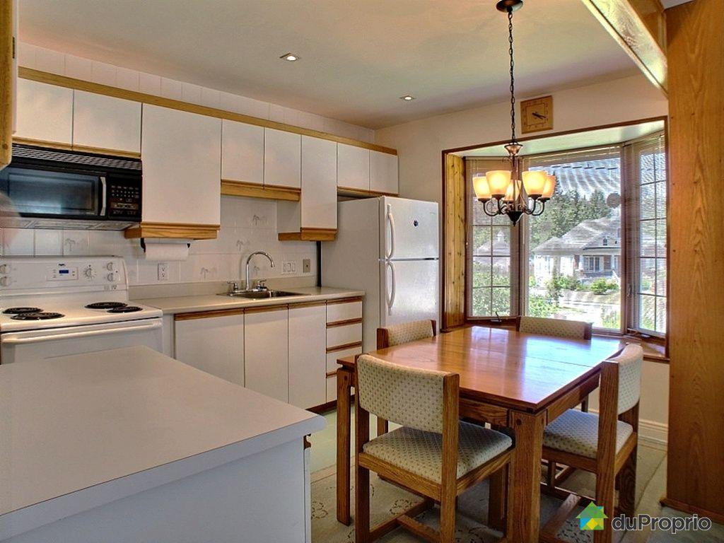 Condo vendre ste agathe des monts 158 rue desjardins for Salon salle a manger cuisine
