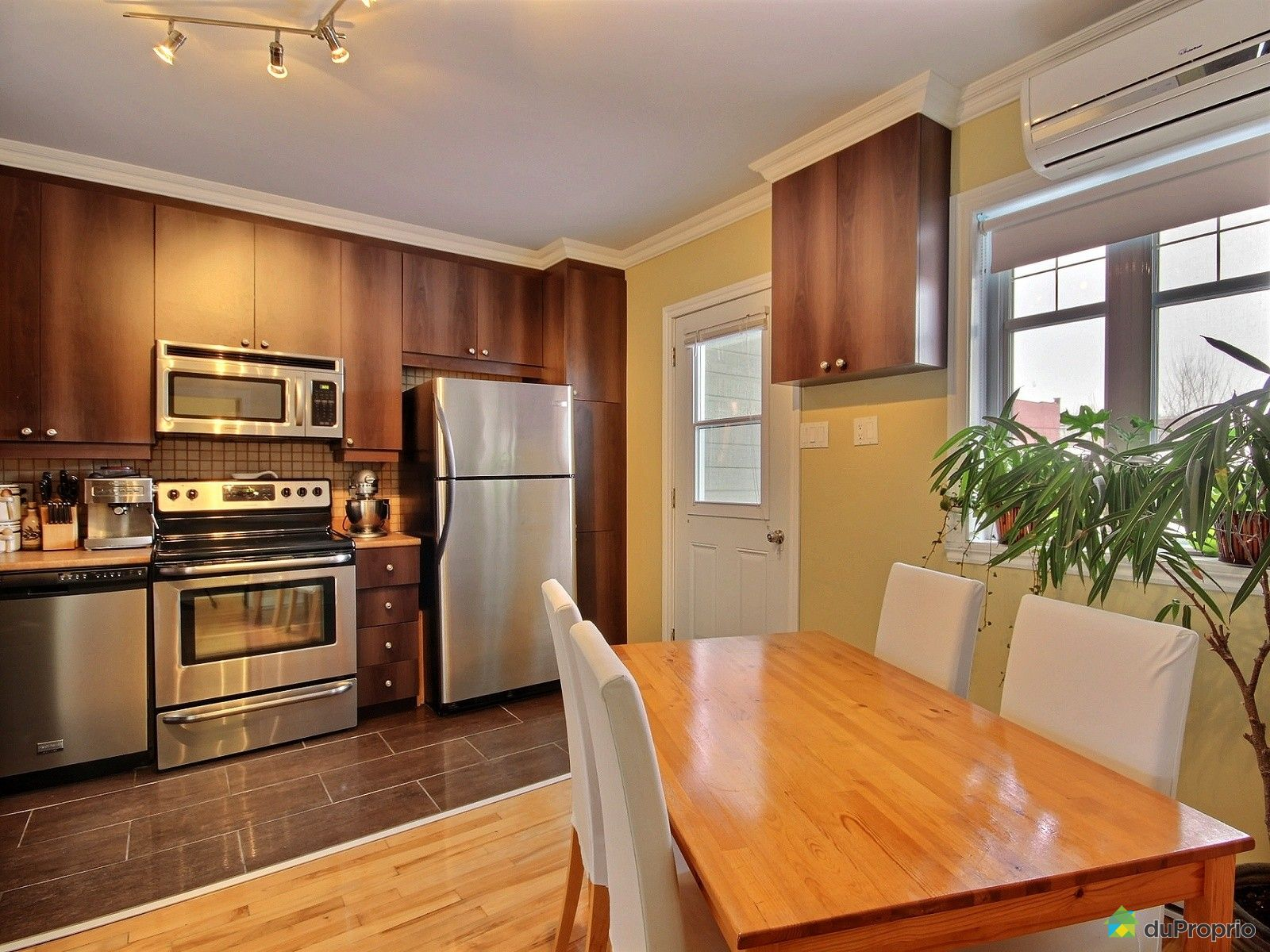 condo vendu montr al immobilier qu bec duproprio 584754. Black Bedroom Furniture Sets. Home Design Ideas