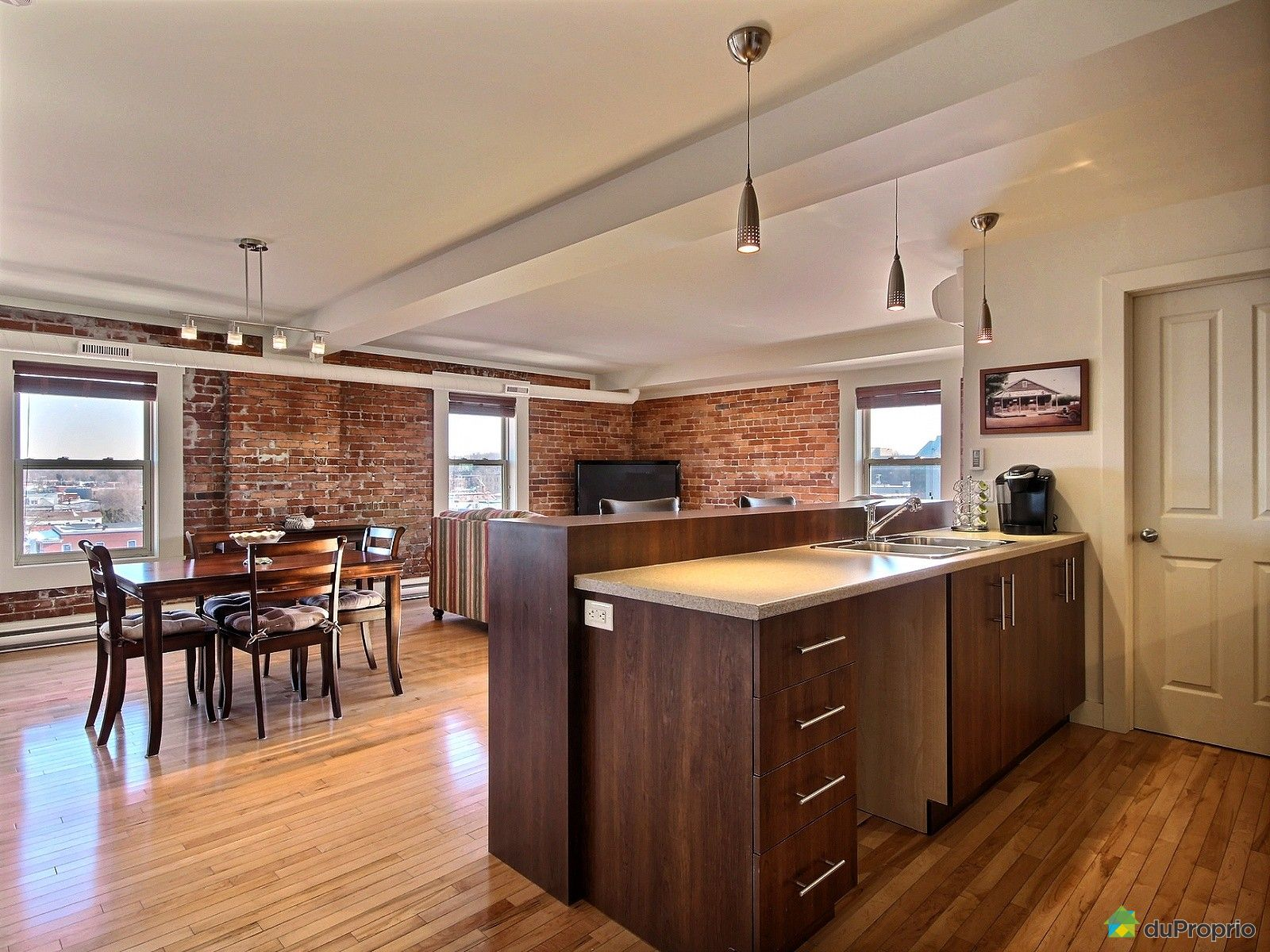 Loft vendre granby 505 232 rue principale immobilier for Salle a manger loft