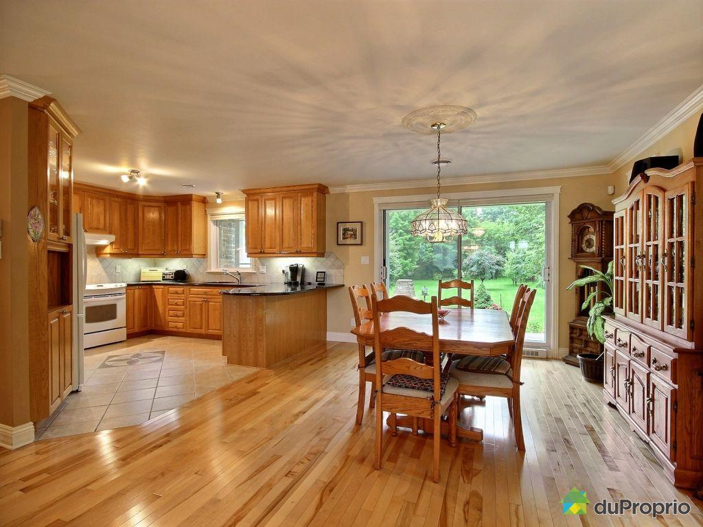 Maison vendre l vis 3940 rue de la fabrique for Salle a manger levi