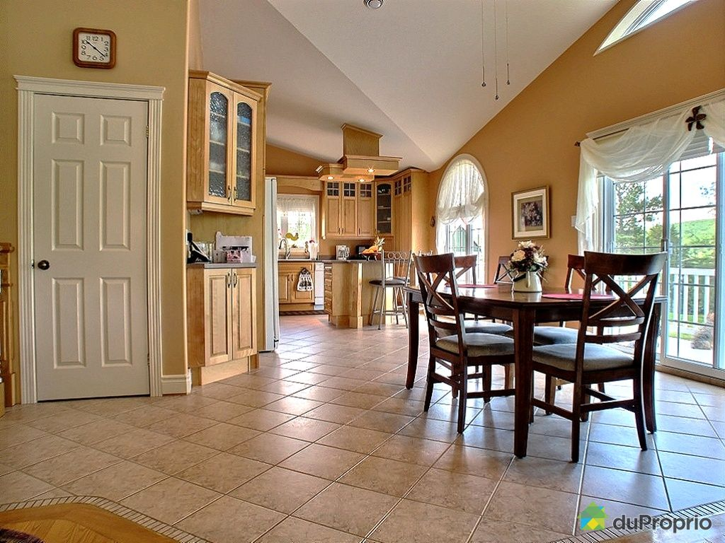 Maison vendre packington 643 rang 6e immobilier qu bec for Salle a manger jerry