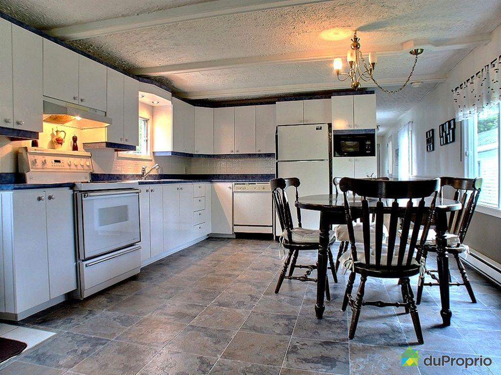 maison vendu amqui immobilier qu bec duproprio 413422. Black Bedroom Furniture Sets. Home Design Ideas