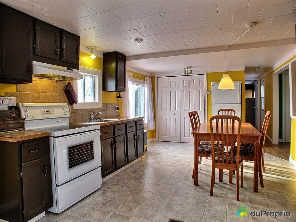 maison vendu st cyrille de wendover immobilier qu bec duproprio 388190. Black Bedroom Furniture Sets. Home Design Ideas