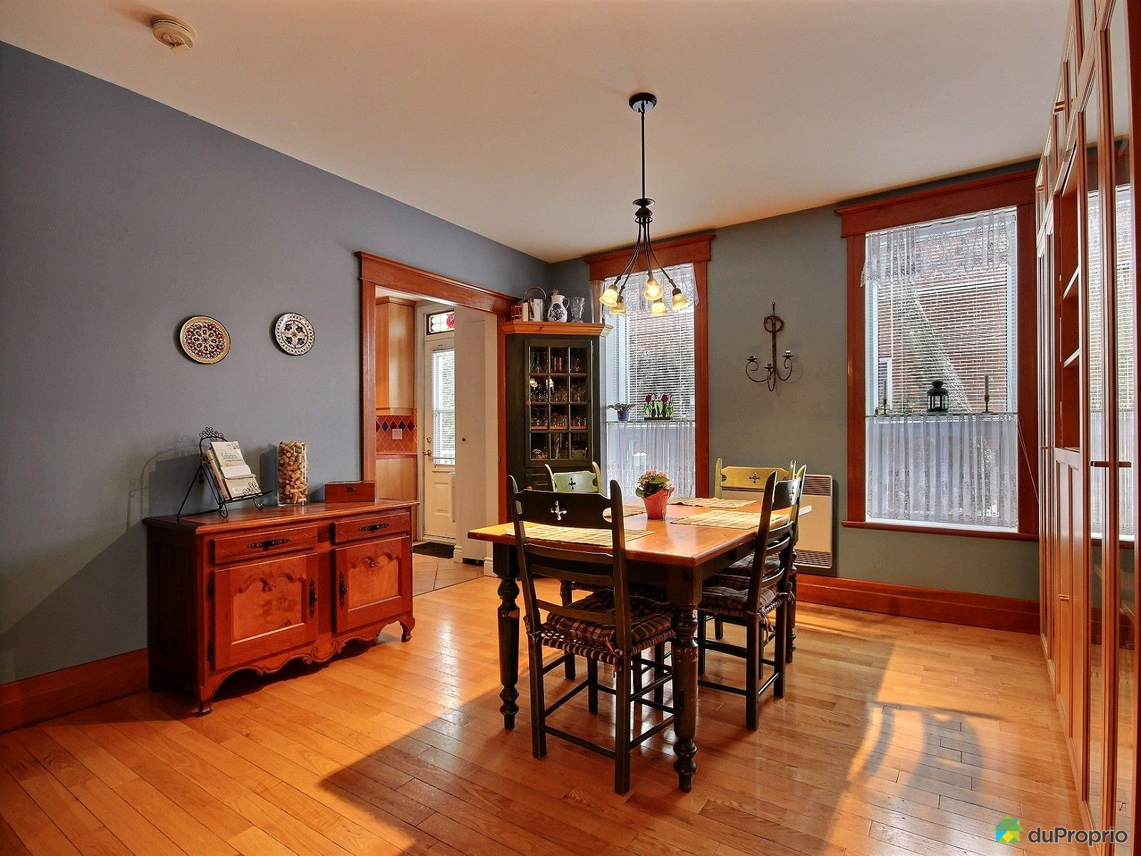 Duplex vendu montr al immobilier qu bec duproprio 683012 for Salle a manger montreal