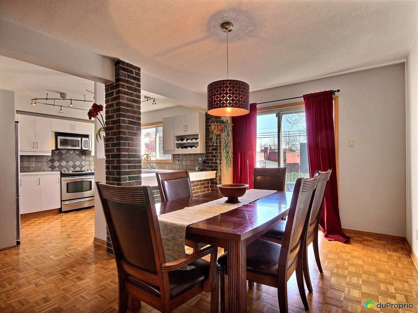 Jumel vendu montr al immobilier qu bec duproprio 601348 for Salle a manger montreal