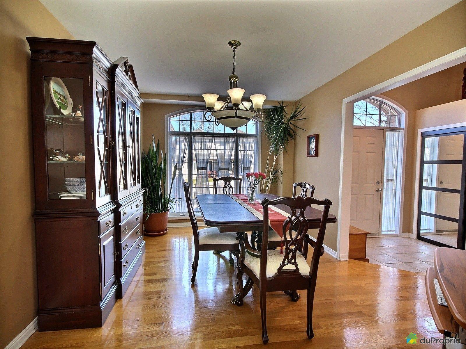 Maison vendre montr al 103 rue bastien immobilier for Salle a manger bastien