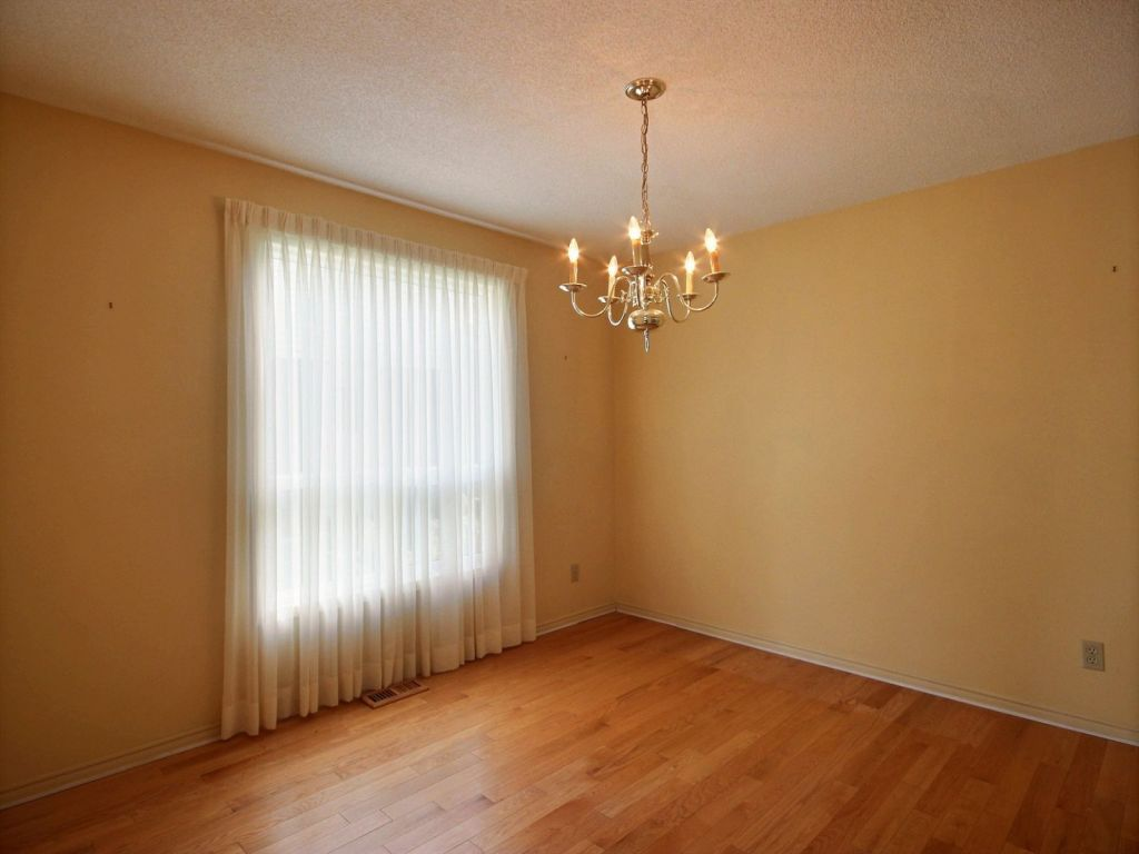 The Source Flooring Kitchener Hours Comfree Mobile 2 Storey For Sale In Kitchener 137 Old Forest