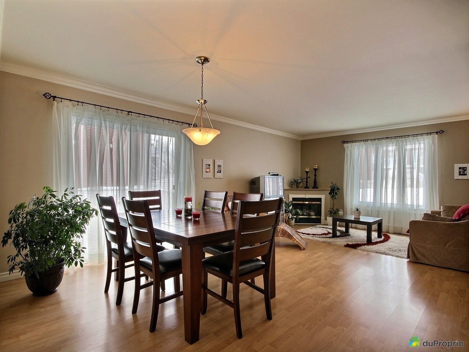Condo vendre l vis 1407 rue charles rodrigue for Salle a manger levi