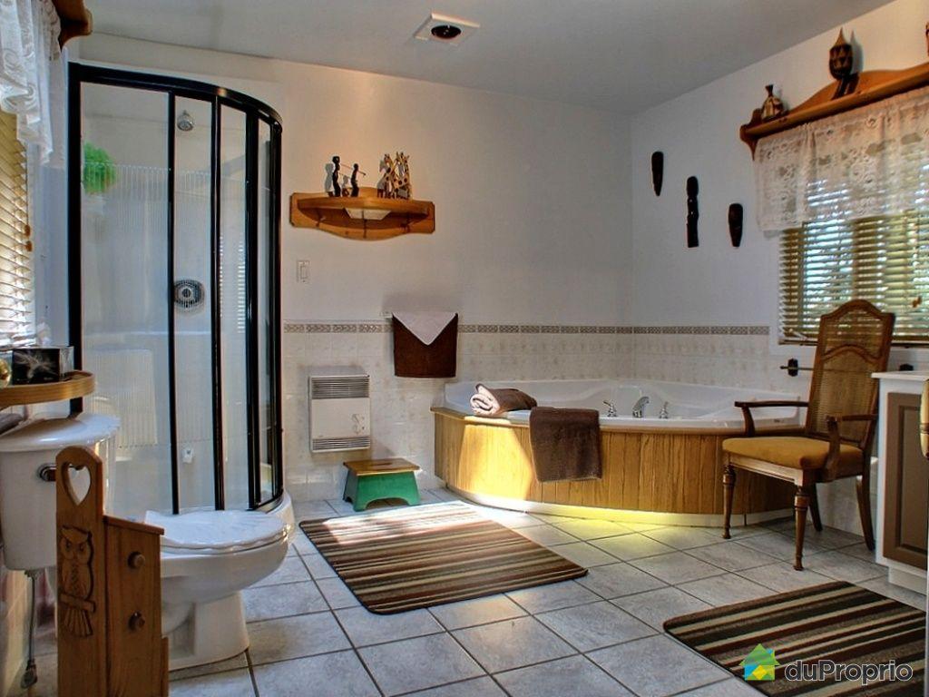 Chalet vendu st tienne de bolton immobilier qu bec for Salle de bain saint etienne