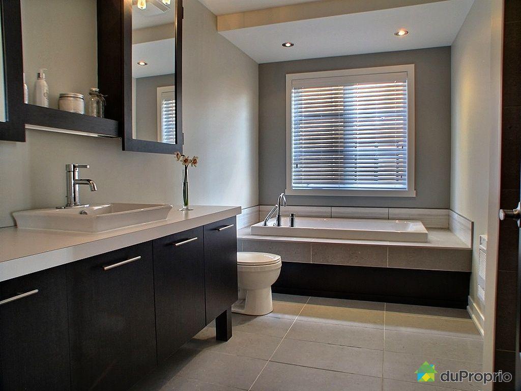 Salle de bain beige et chocolat for Ceramique decor salle de bain