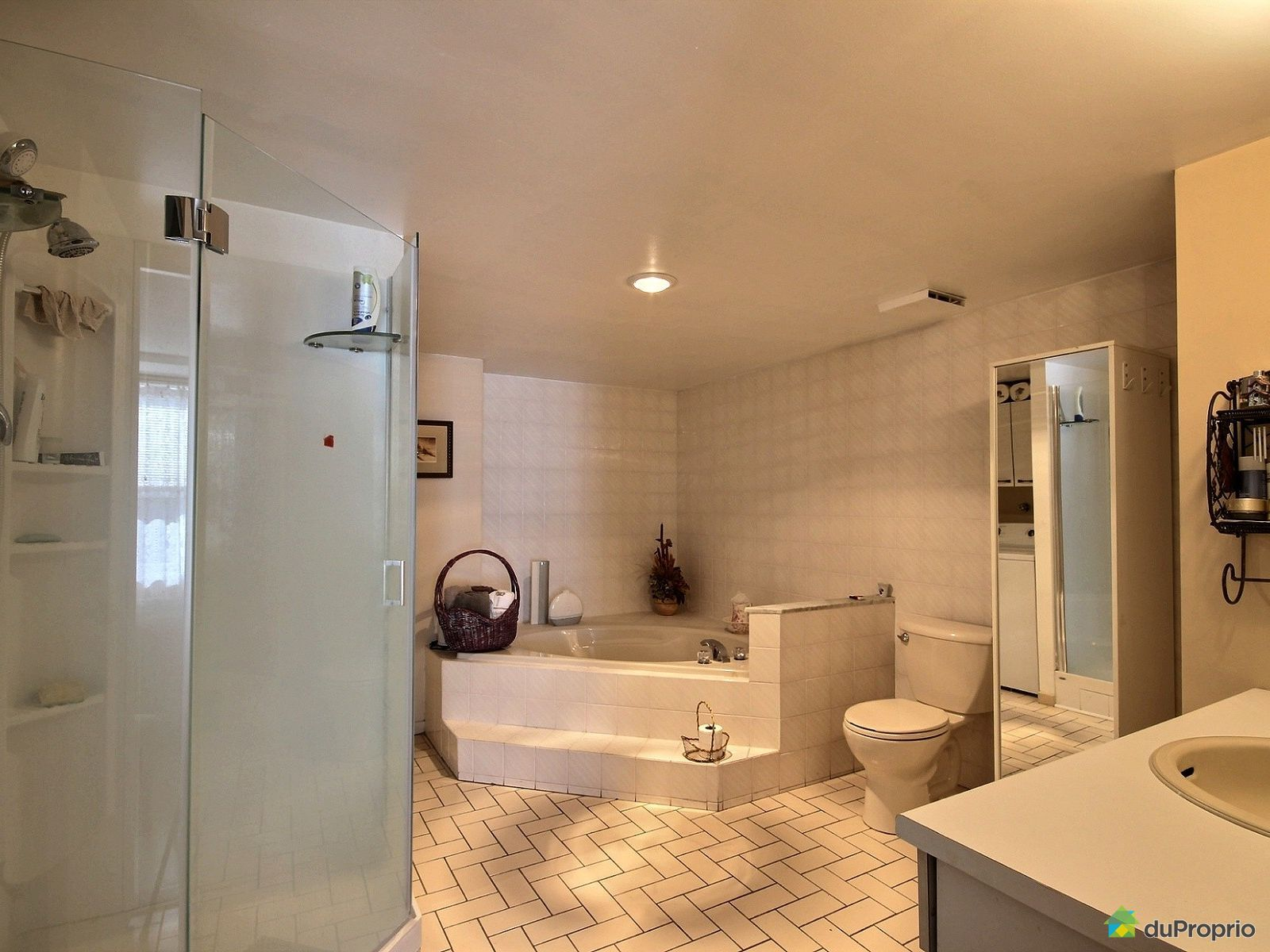 Condo vendre brossard 604 8065 boulevard du saint for Chambre bain tourbillon montreal