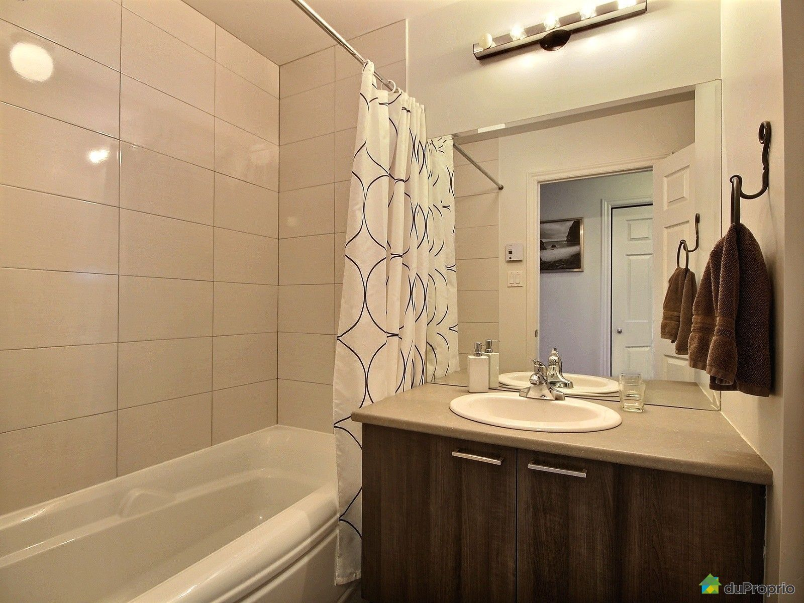 condo vendu montr al immobilier qu bec duproprio 561588. Black Bedroom Furniture Sets. Home Design Ideas