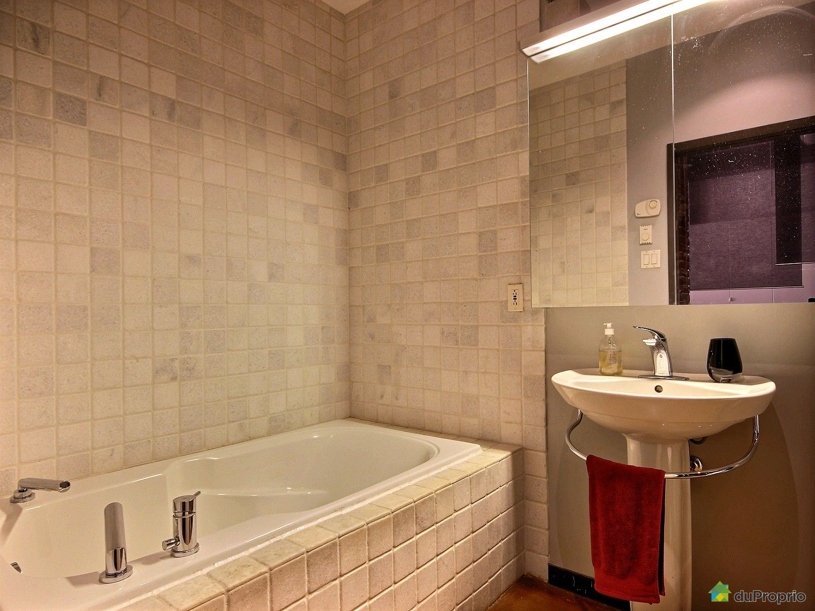 condo vendu montr al immobilier qu bec duproprio 598007. Black Bedroom Furniture Sets. Home Design Ideas