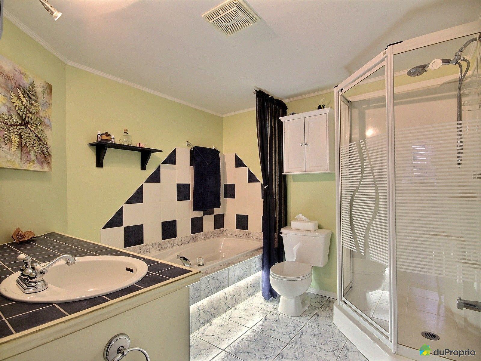 Condo vendre st eustache 101 578 boulevard lavall e for Salle de bain 25 st eustache