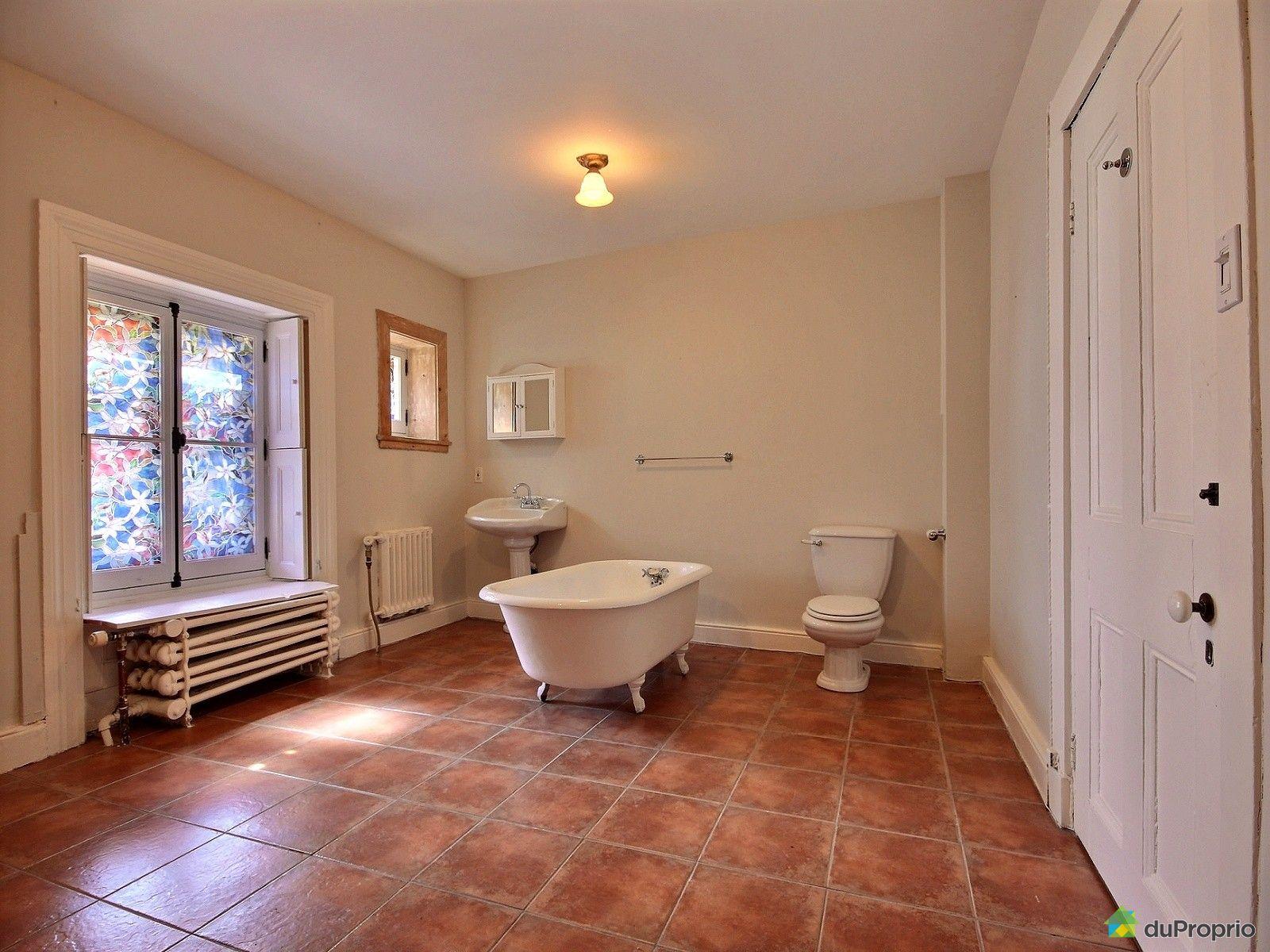 Condo vendre vieux qu bec 2 11 rue des remparts for Reno salle de bain quebec