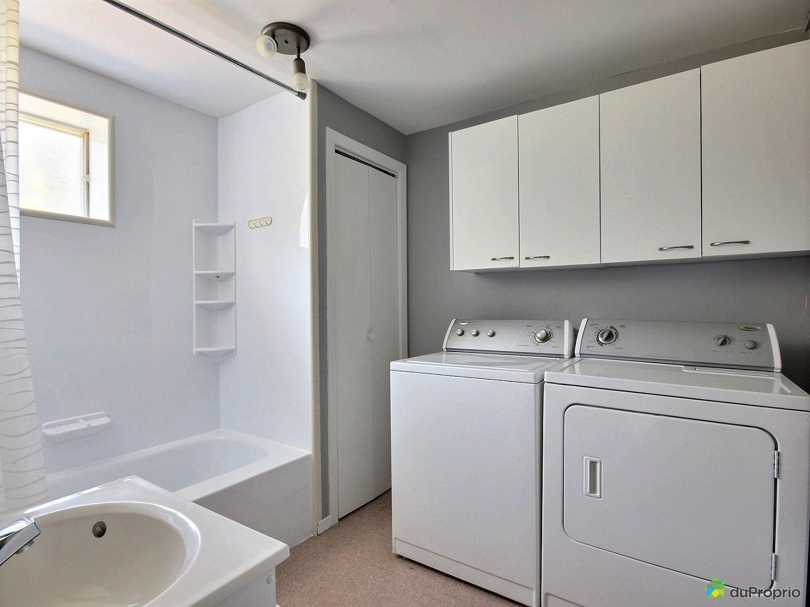 Maison vendre st j r me 380 avenue 34e immobilier for Accessoire salle de bain st jerome