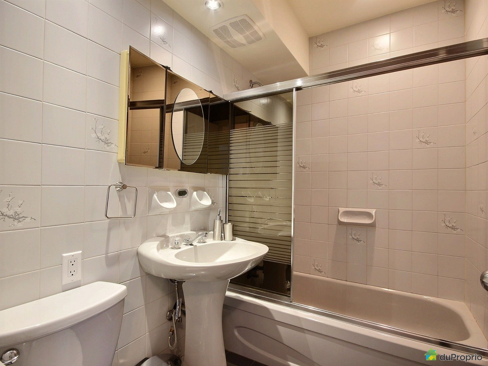 duplex vendu montr al immobilier qu bec duproprio 696439. Black Bedroom Furniture Sets. Home Design Ideas