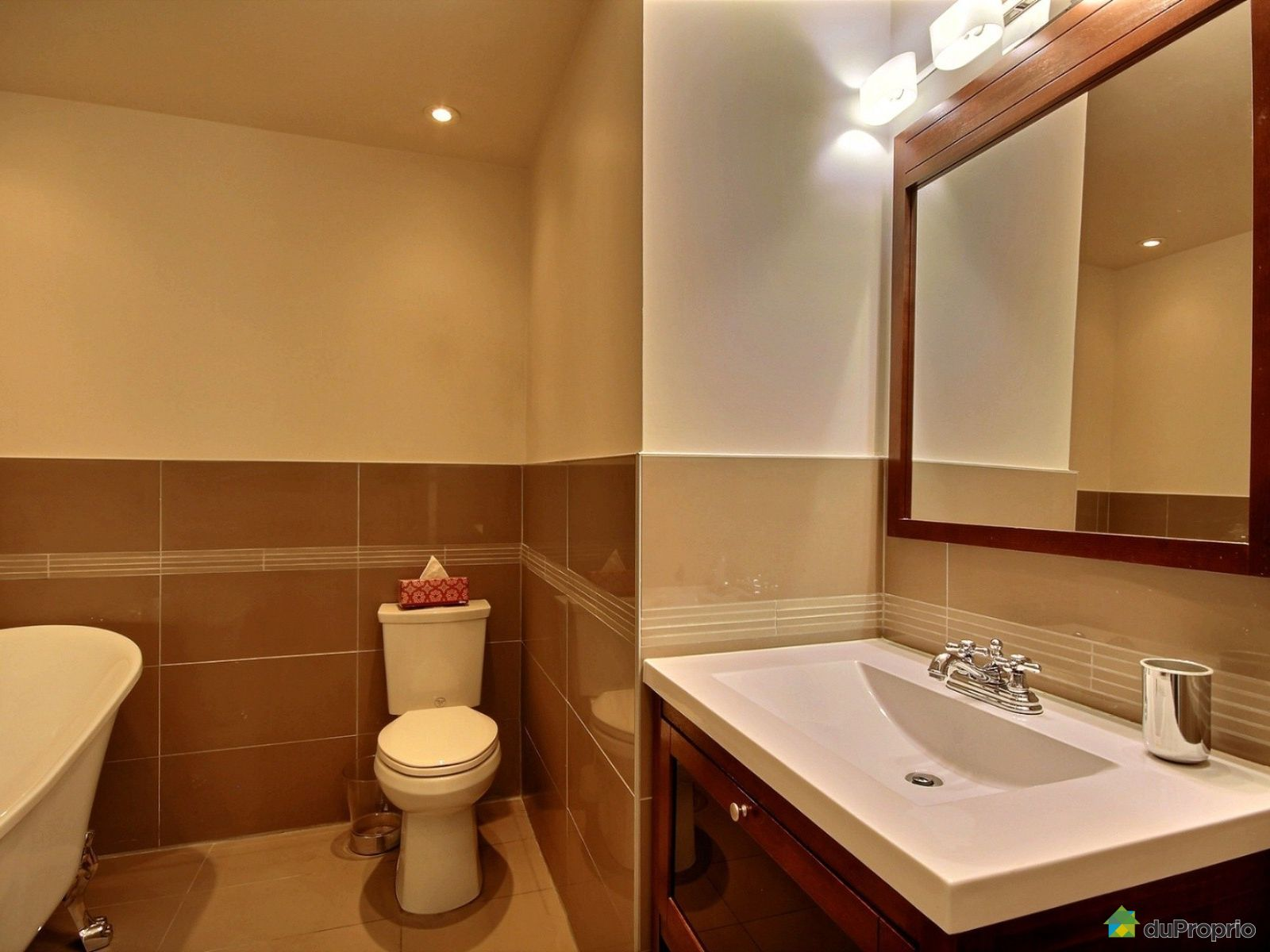 Jumel vendre longueuil 1521 rue labrie immobilier for Salle de bain longueuil