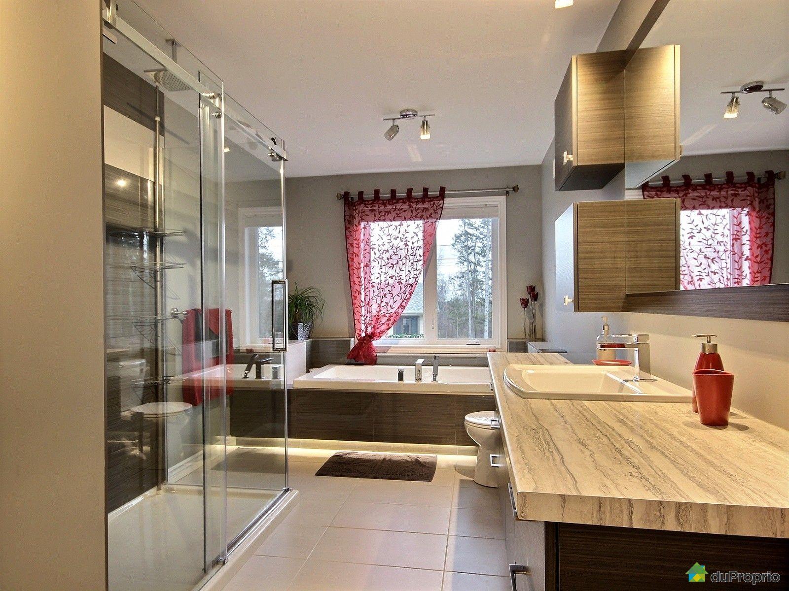 Maison vendre drummondville 1215 rue paul le jeune for Salle de bain commune a deux chambres