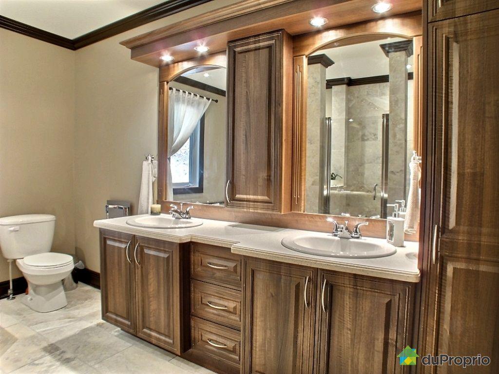 Salle de bain blanche et bleu - Lambris pvc mur salle de bain ...