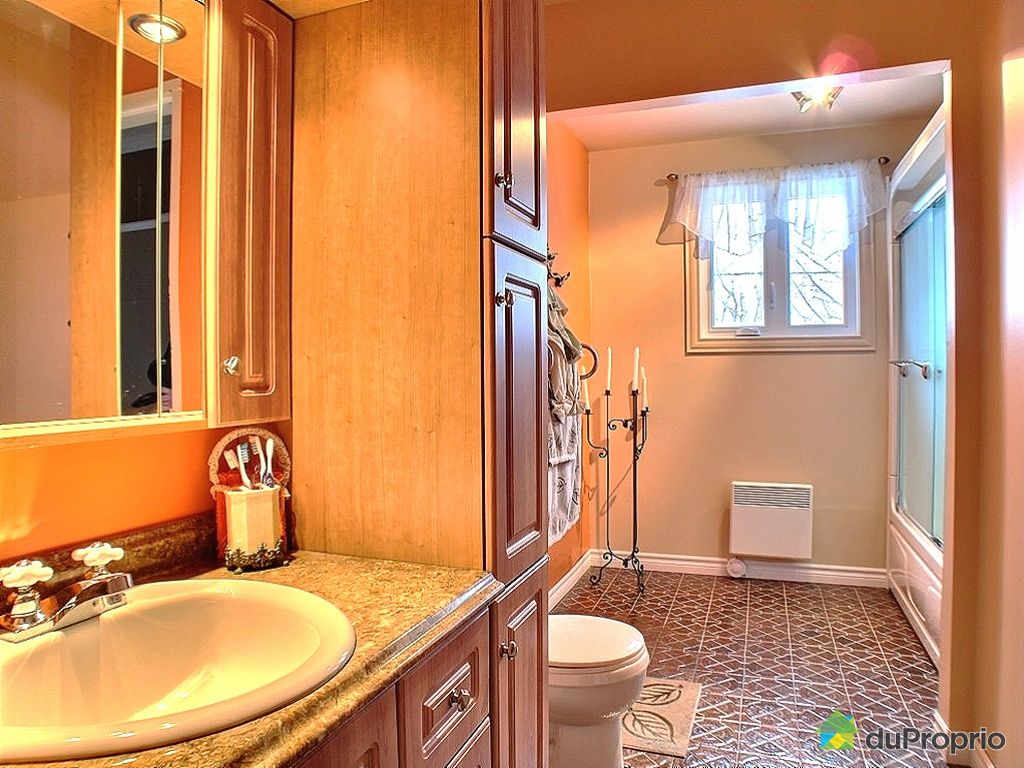 maison vendu matane immobilier qu bec duproprio 302405. Black Bedroom Furniture Sets. Home Design Ideas
