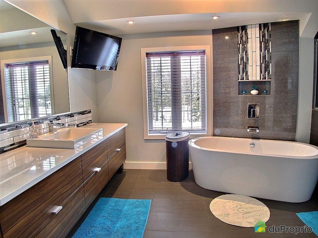 Maison vendu mirabel en haut immobilier qu bec for Salle de bain familiale