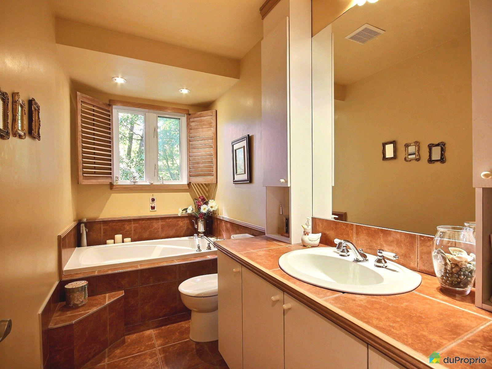 Maison vendu st bruno de montarville immobilier qu bec for Salle de bain commune a deux chambres