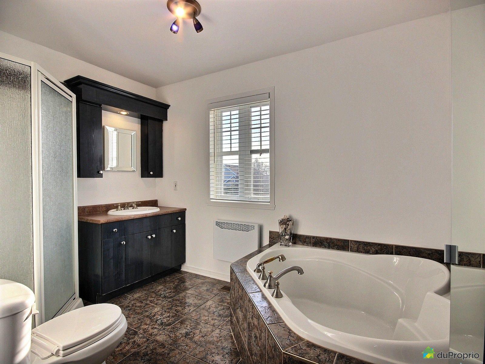 Maison vendre st eustache 553 rue des chrysanth mes for Salle de bain 25 st eustache