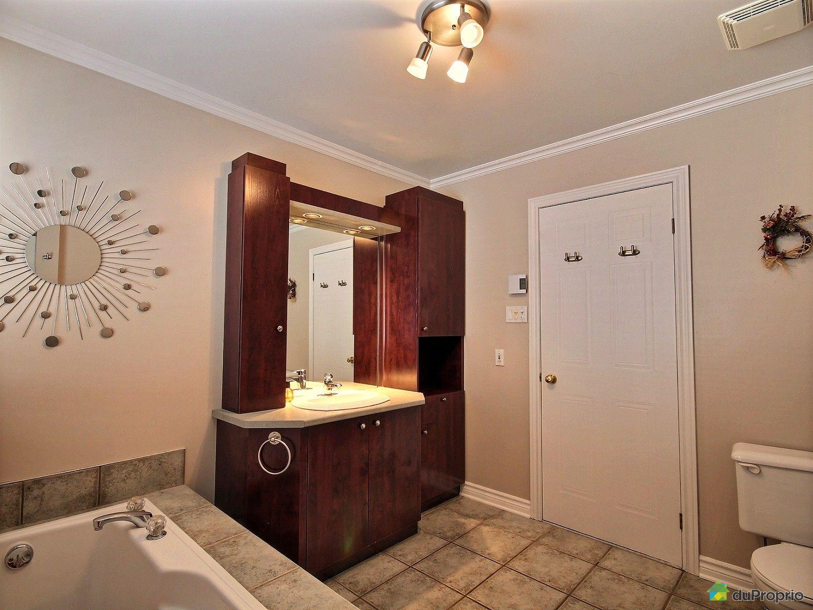 Maison vendre st eustache 548 rue des balsamines for Salle de bain 25 st eustache