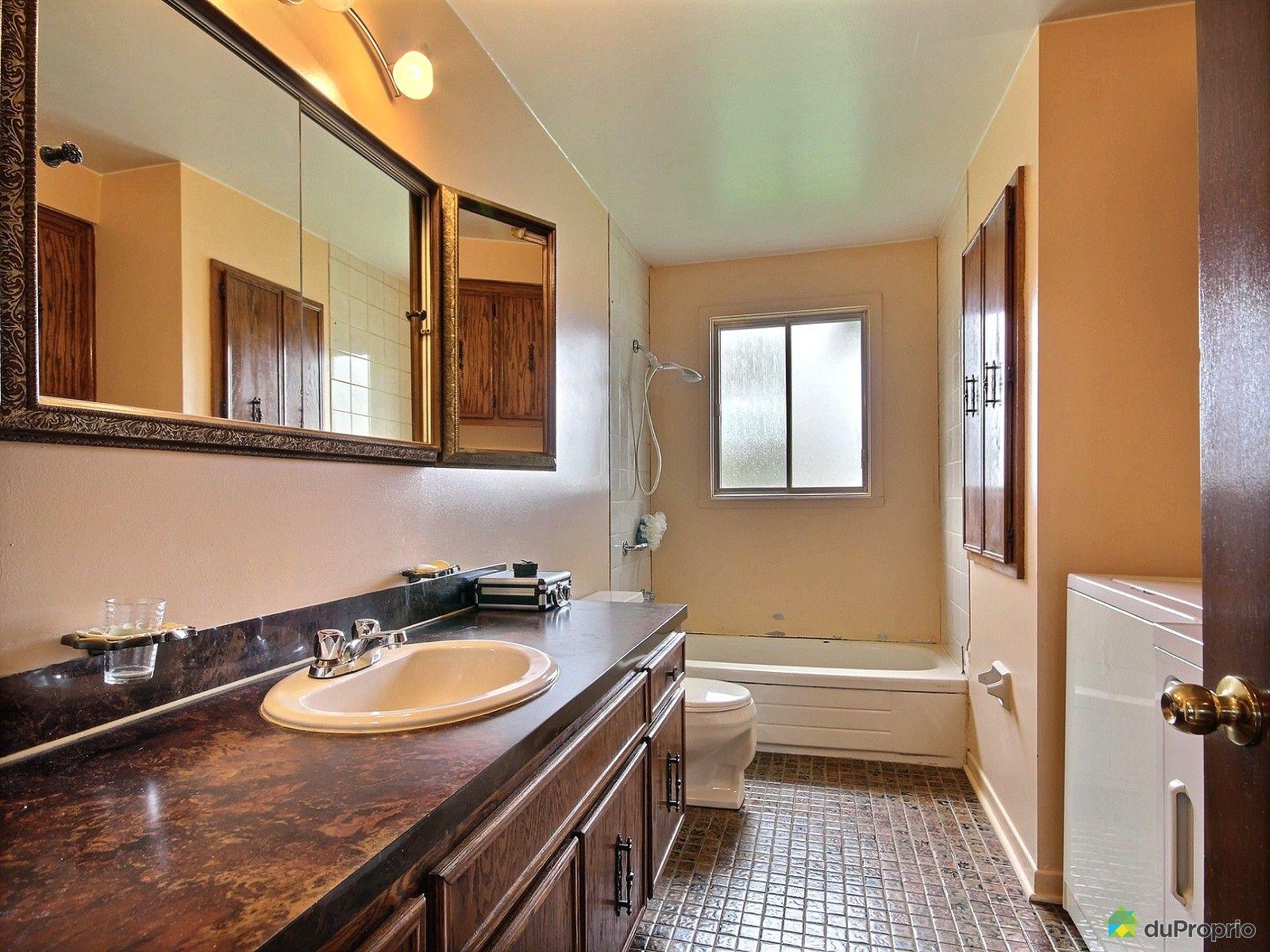 Maison vendre st eustache 262 rue andr jobin for Salle de bain 25 st eustache