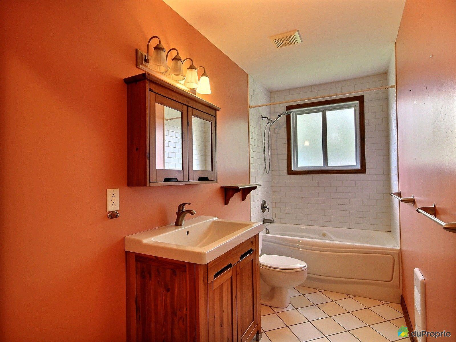 Maison vendre st j r me 1730 14e rue immobilier for Accessoire salle de bain st jerome