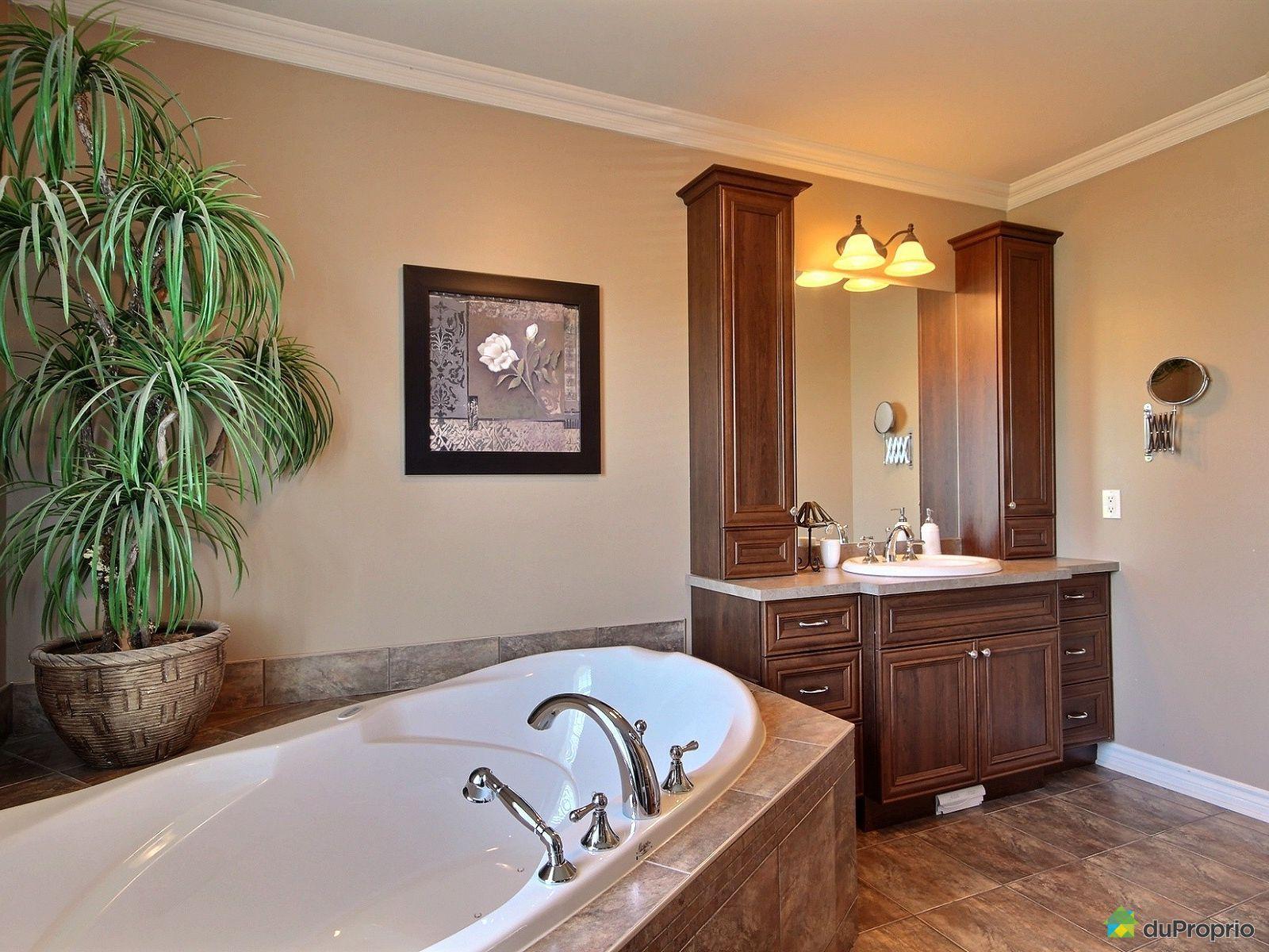 Maison vendre st j r me 993 rue des manoirs immobilier for Accessoire salle de bain st jerome